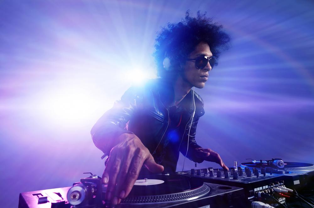 DJ audio mixing console