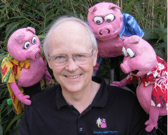 Michael Cotter and three little pigs puppets